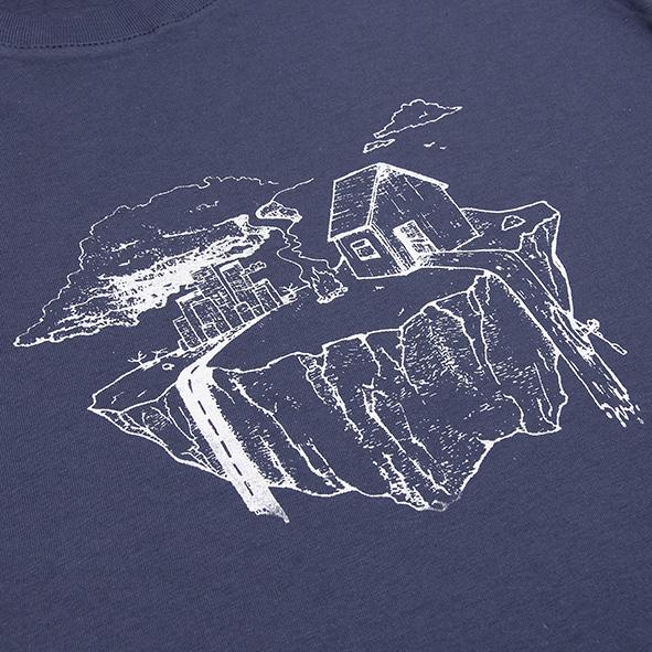 ilustración de la tierra en color blanco y serigrafiada en camiseta azul