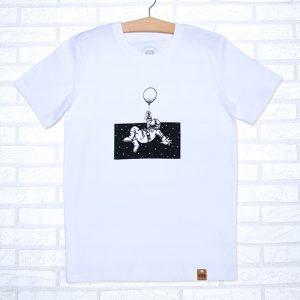 Camiseta orgánica de color blanco, con ilustración de un astronauta en el espacio