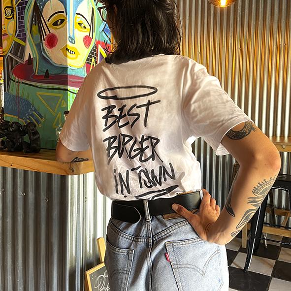 Camiseta blanca Bang Bang Burger parte detrás Best Burger In Town