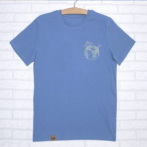 Camiseta orgánica azul unisex con ilustración de un cocktail de la tierra